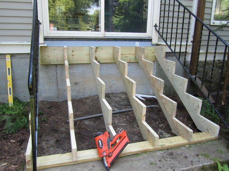 gartentreppe-holz-bauen-beispiel-treppenwangen-tragbalke-terrasse ...