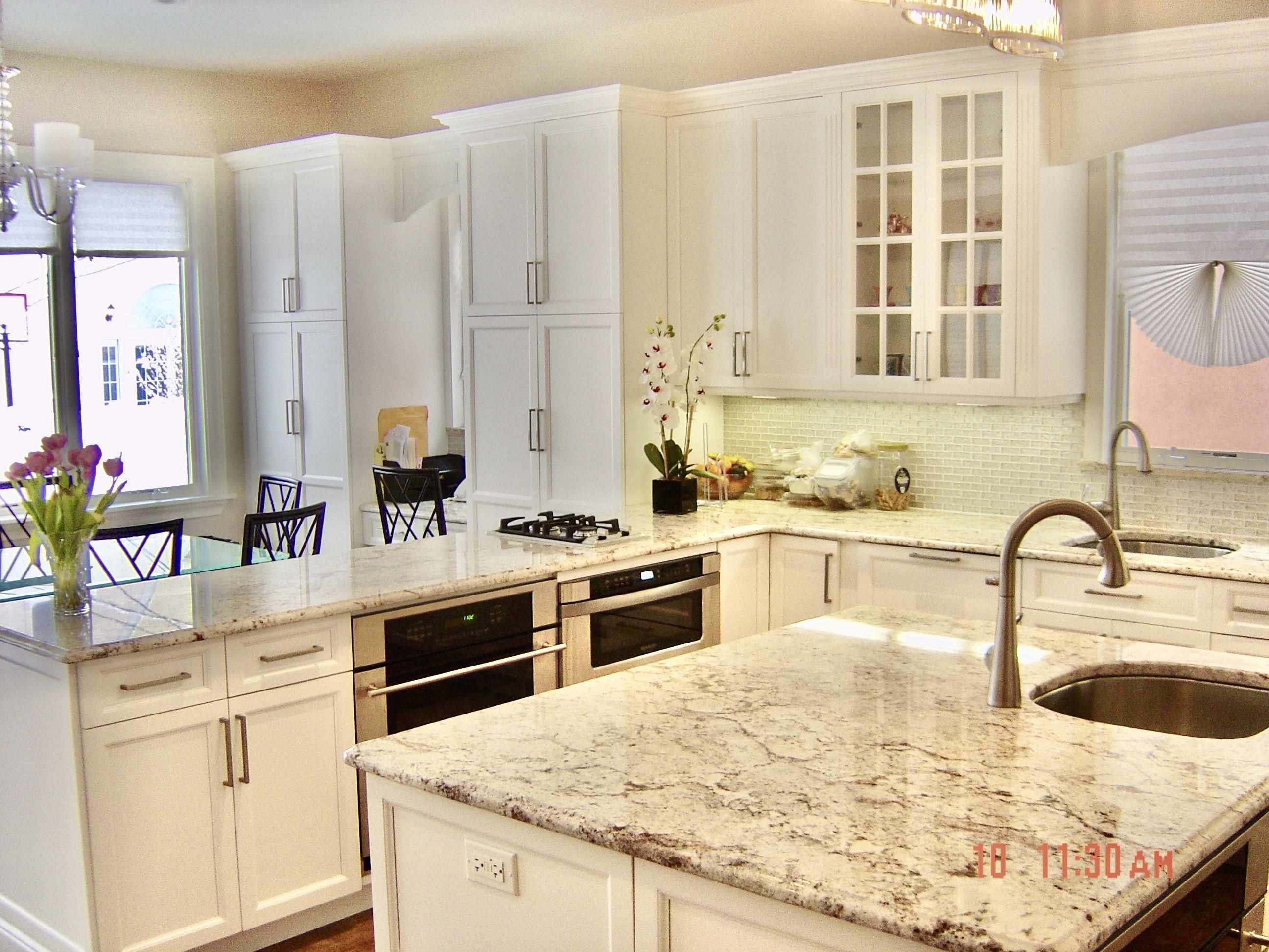 White Shaker Kitchen In 2020 White Shaker Kitchen Shaker Kitchen Kitchen Cabinets Nyc