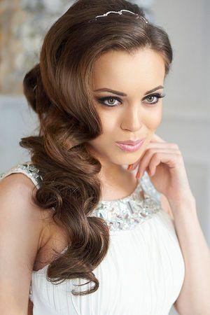 Wedding Hairstyles ~ Sleek loose locks & neutral make-up
