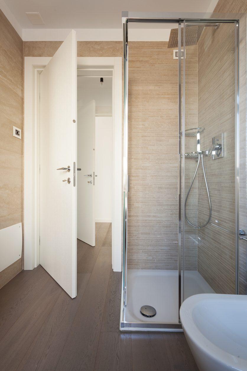 シャワールームの取り付けや増設にかかる設置工事費用は シャワー