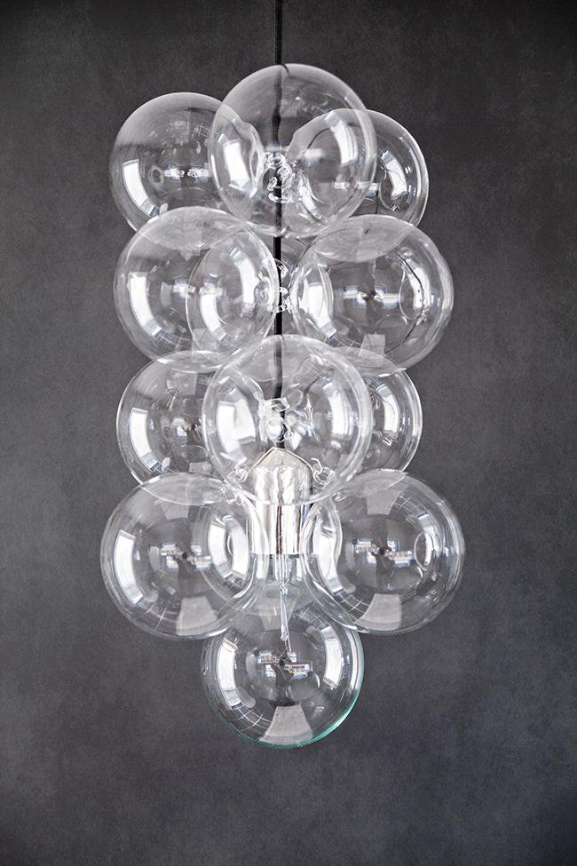 House Doctors 'DIY'. Du kan variera utseendet på denna armatur genom att välja själv hur många glasklot du vill hänga upp.