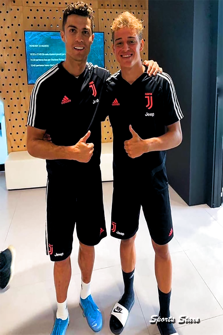 Cristiano Ronaldo With a Young From Juventus Today #footballwallpaper #soccer #football #sports #fcbarcelona #juventus #cristiano #cristiano_ronaldo #cristiano_ronaldo_wallpaper #cristiano_ronaldo_fondos #cristiano_ronaldo_juventus #cristiano_ronaldo_style #soccer_signs #soccer_shirt #soccer_hacks #soccer_legs #soccer_girl #soccer_ball #football_shirt #football_game #football_tshirt #football_quotes