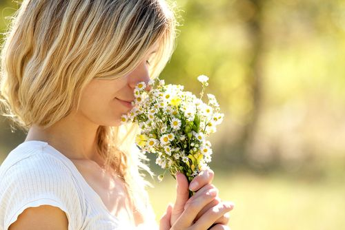 Did you know: flowers have long-term positive effects on moods. After receiving flowers, study participants reported feeling happier, less anxious and demonstrated a higher sense of enjoyment and life satisfaction.