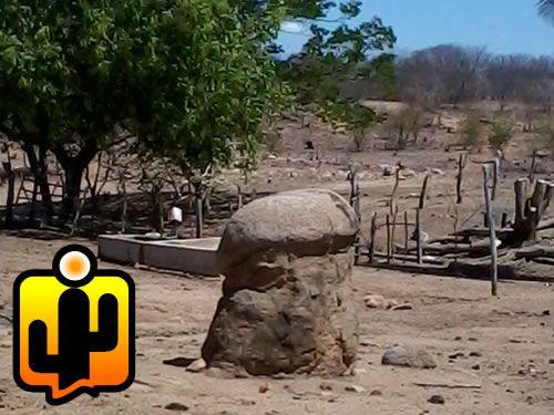 Uma pedra vem chamado atenção dos moradores da zona rural de Aparecida devido seu formato. A rocha mede em torno de 2 metros de altura e o que mais chama atenção é o seu formato que é bastante parecido com um pênis humano.