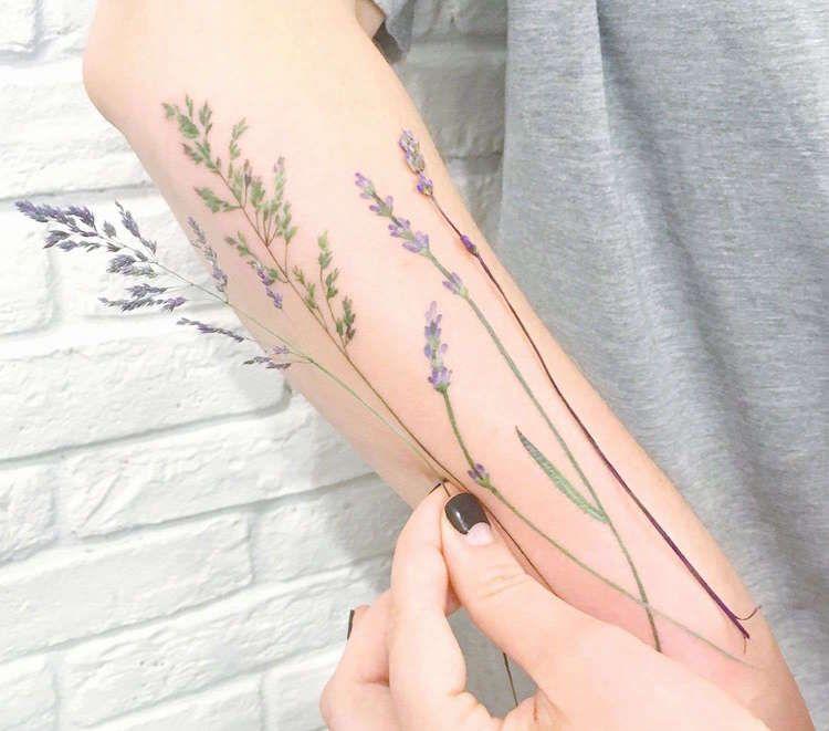tatouage fleurs champs avant bras