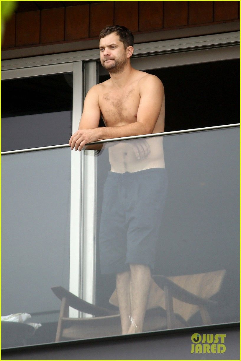Joshua Jackson Shows Off His Shirtless Body While Hanging