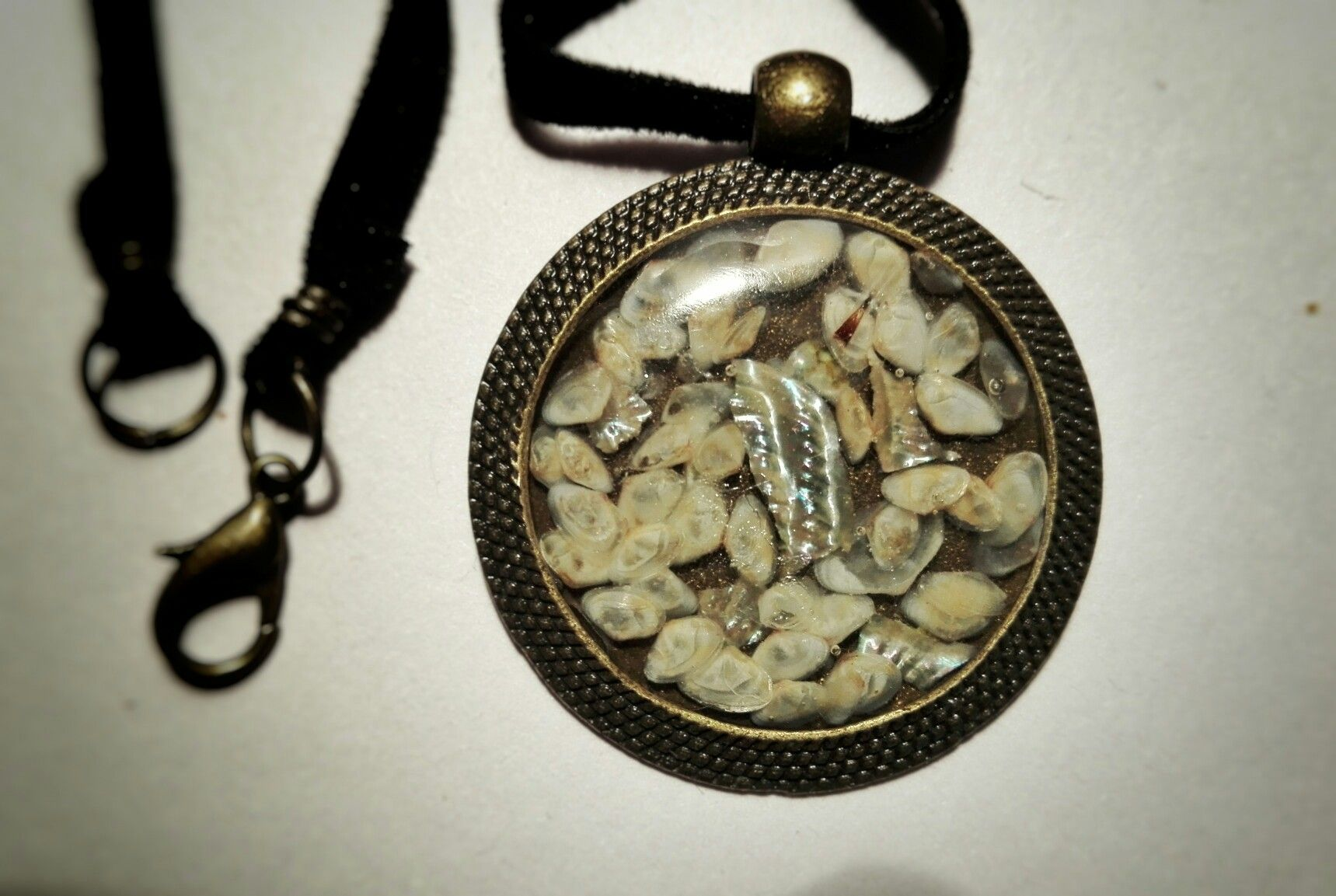 Cammeo made in resin with shells from calabria and a piece of mother of pearl Handmade with love by artmachi