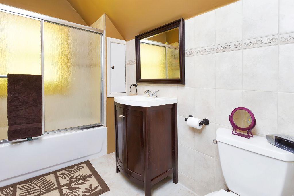 20 General Heath Avenue--New Bath!