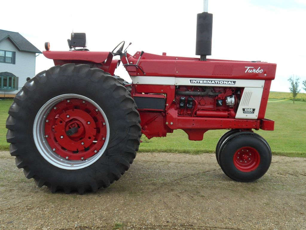 IH 1066, 7,608 Hrs. 3pt. dual hyd, dual PTO, New engine, new cluth, new  turbo, new injector pump,