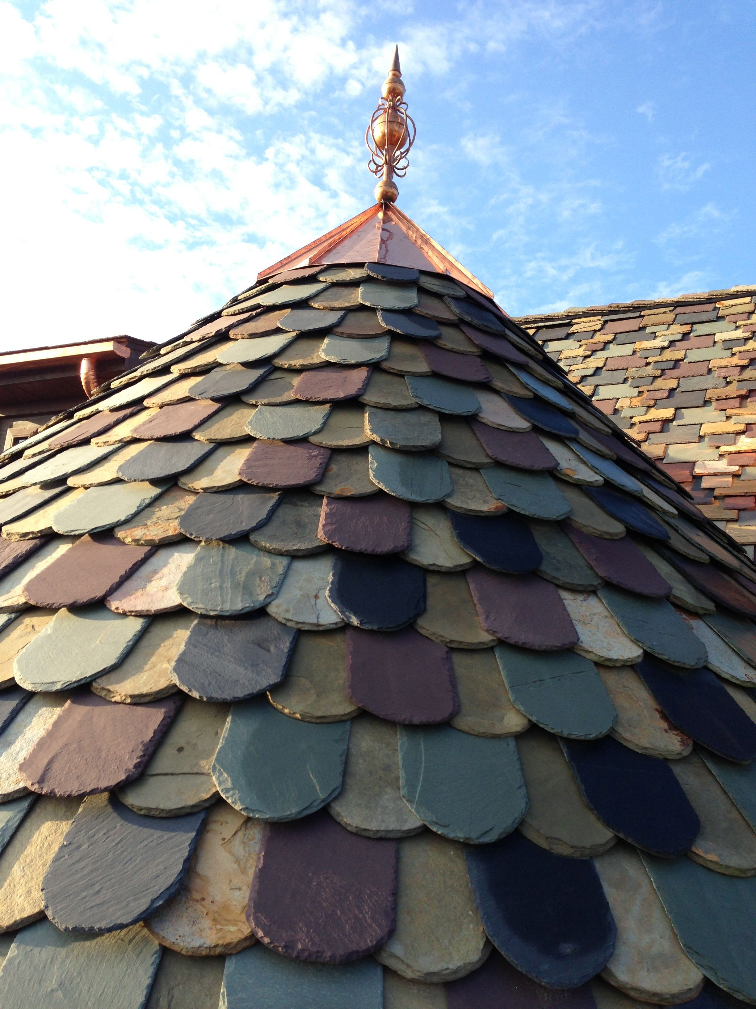 Multicoloured Slate Roof In 2020 Beautiful Roofs Roof Architecture Roof Design