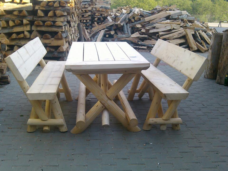 Tavolo e panche da esterni in legno riciclato external for Panche contenitori da esterno