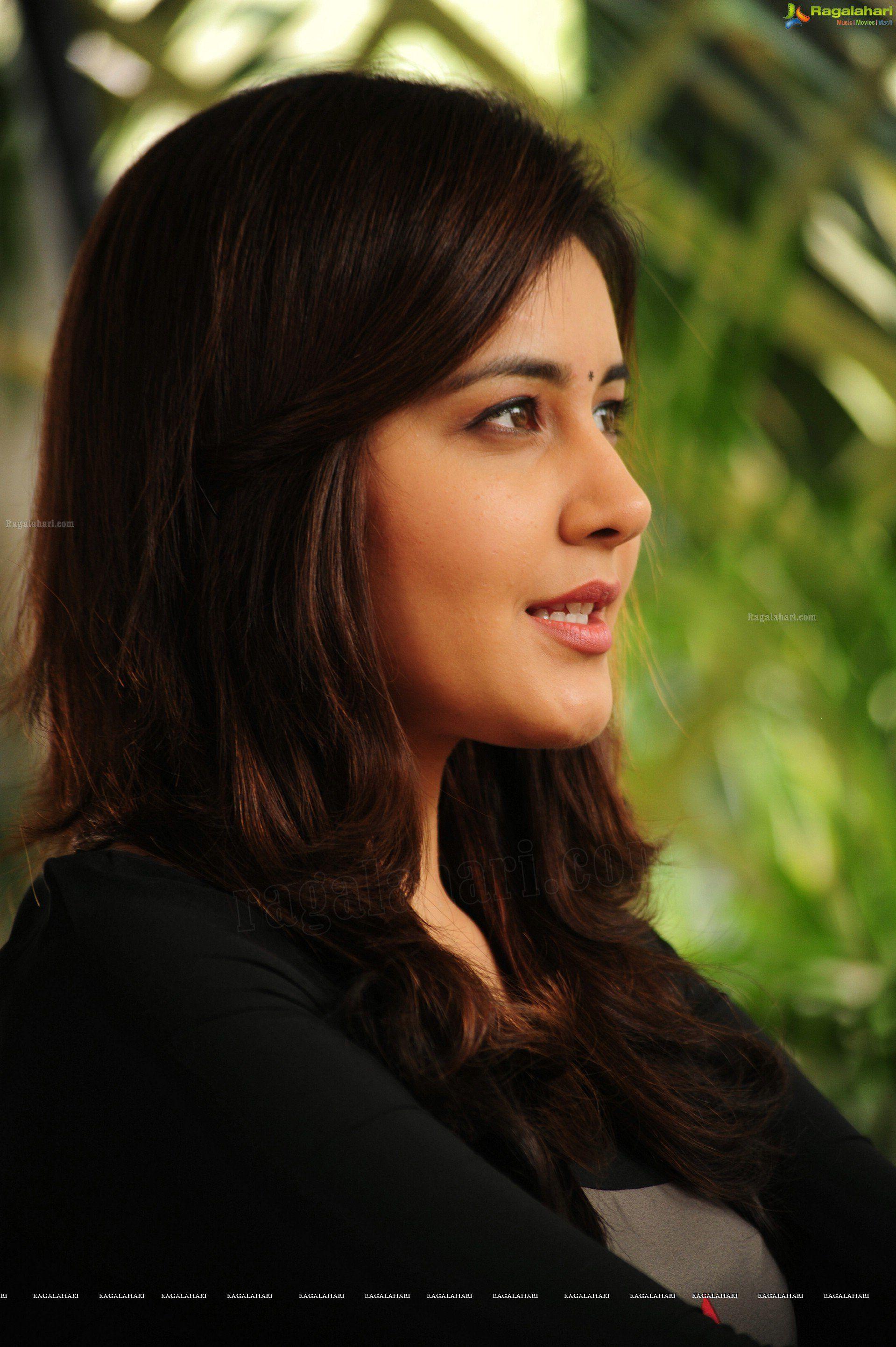 HD s Gorgeous Rashi Khanna in Saree