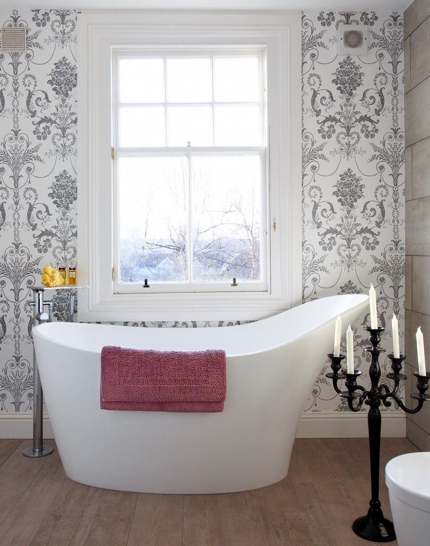 Traditional Bathroom With Statement Wallpaper The Room Edit Traditional Bathroom Bathroom Color Schemes Bathtubs For Small Bathrooms