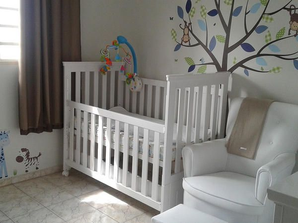quarto de menino com parede decorada