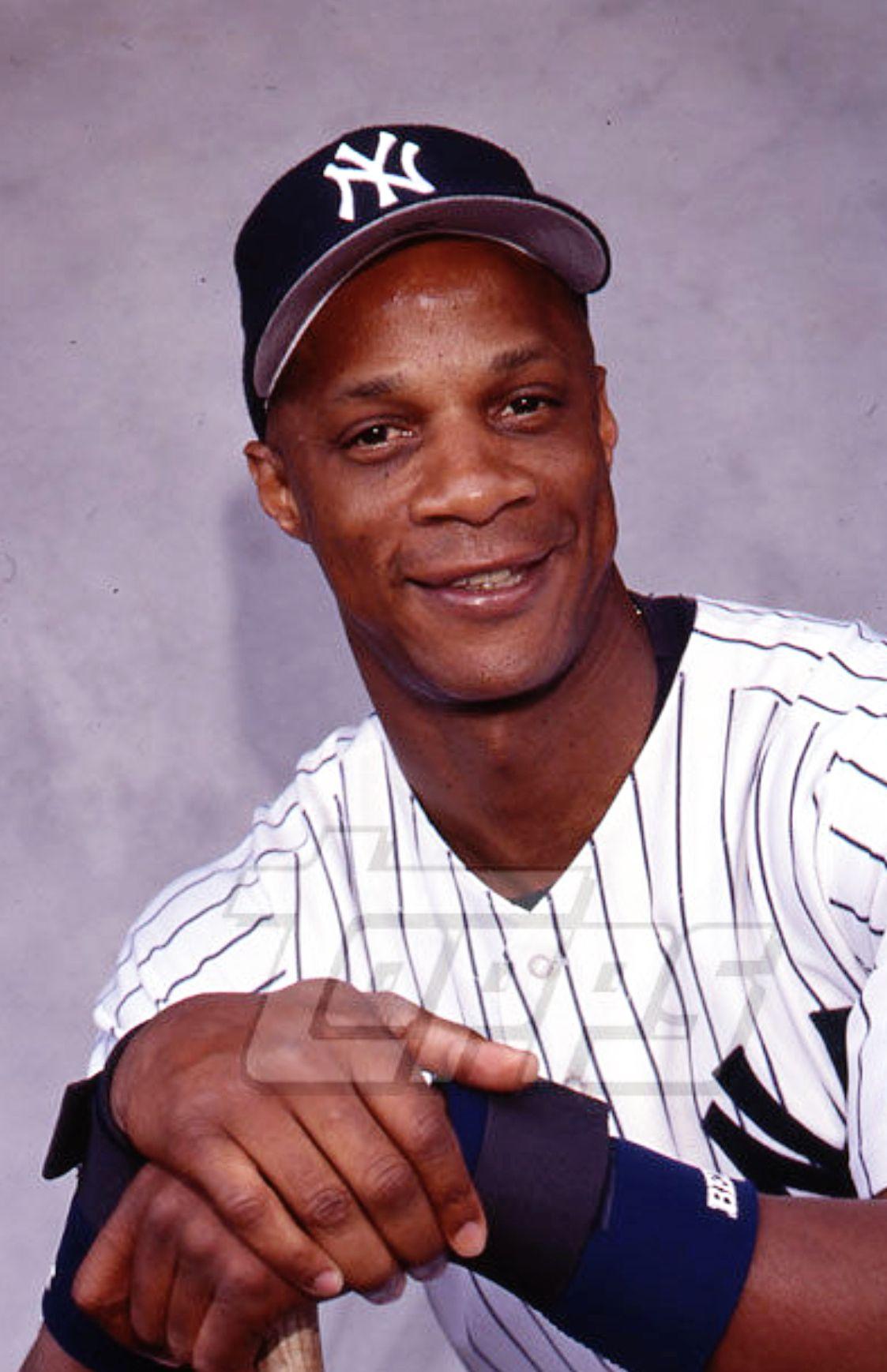 Darryl Strawberry Always Intimidating At The Batter S Box 3 3 3 Yankees Baseball Players New York Yankees Baseball Yankees Baseball