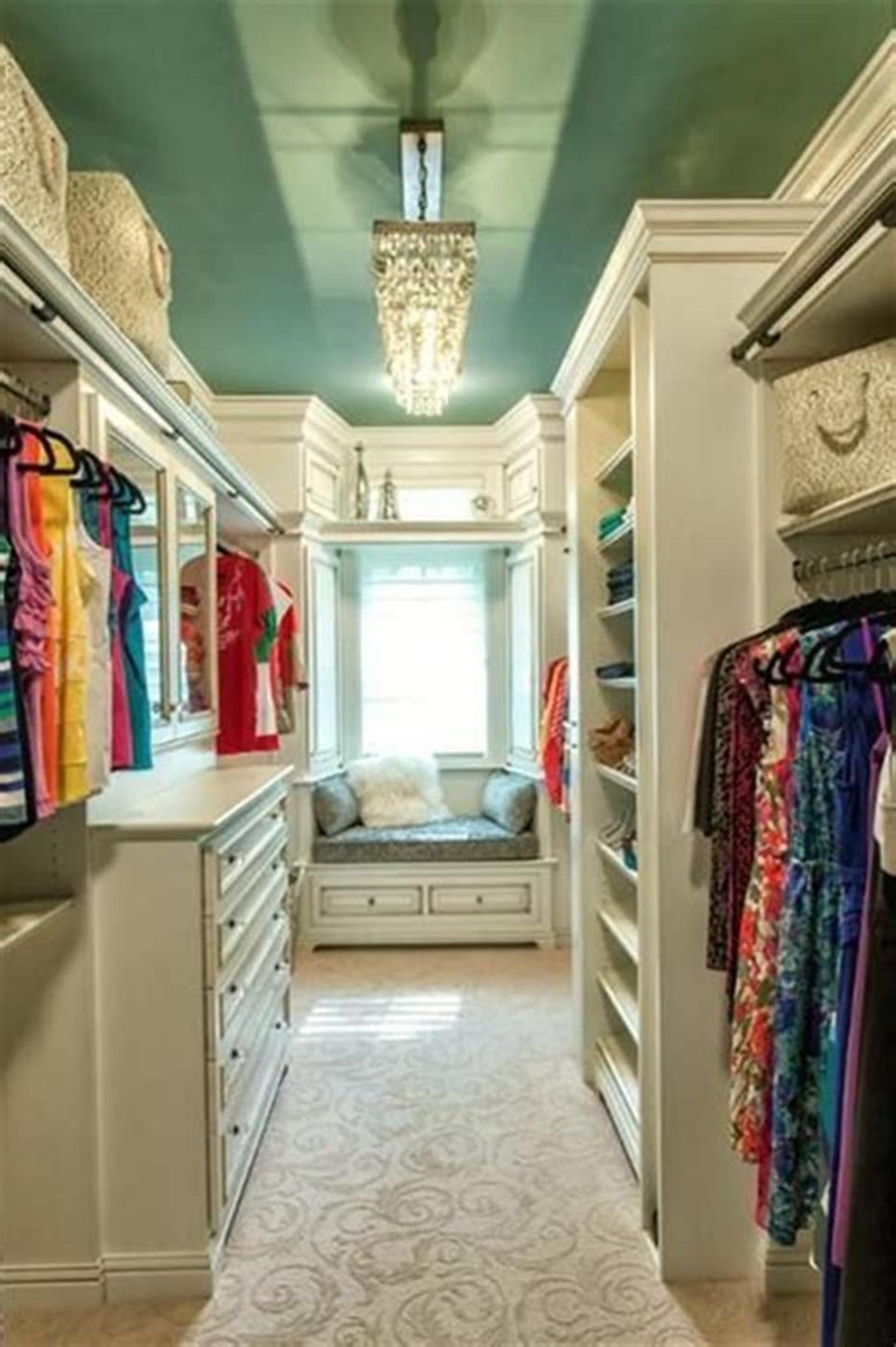 32 Fabulous Small Walk In Bedroom Closet Organization ...