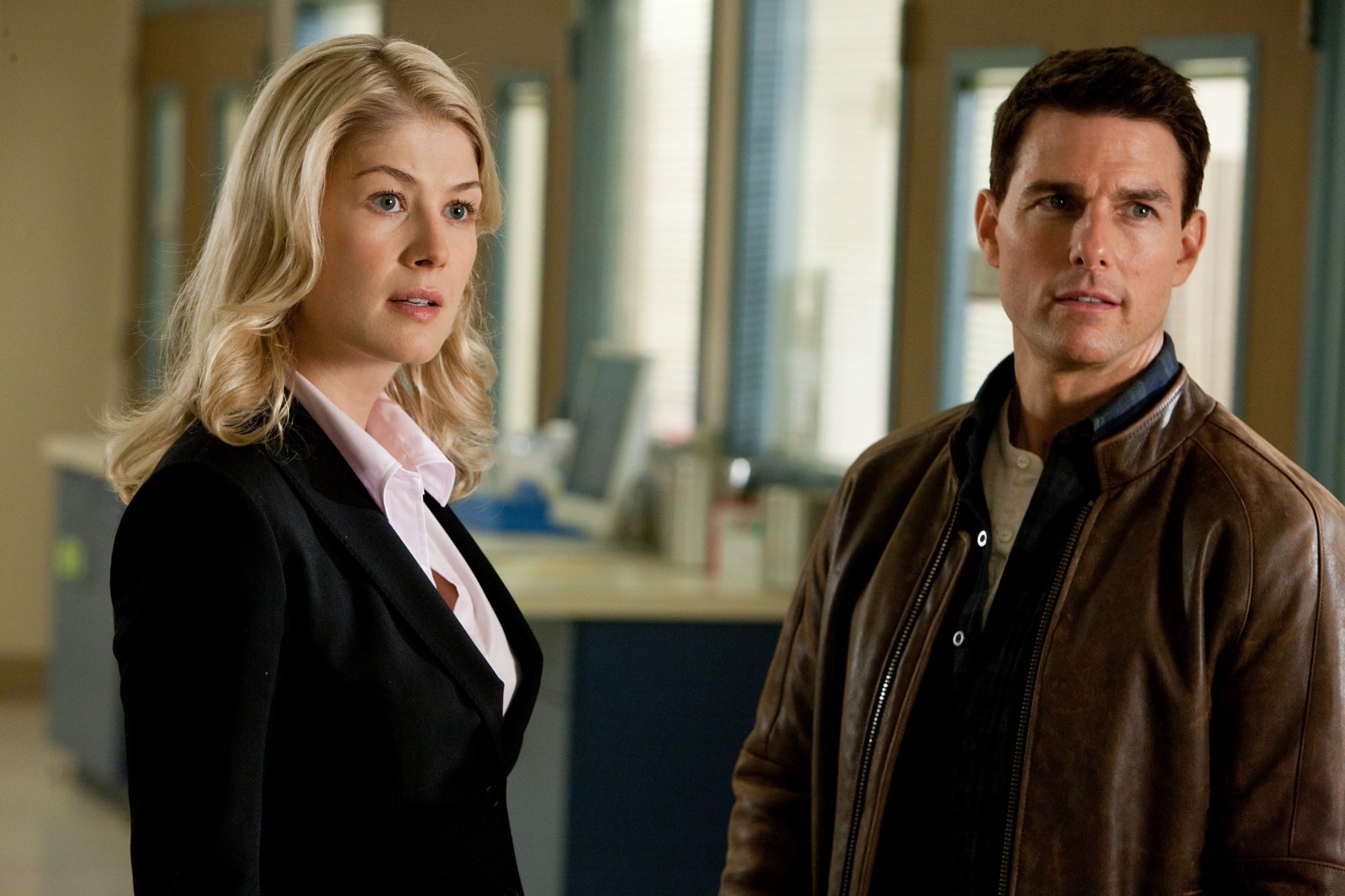 Rosamund Pike Tom Cruise In Jack Reacher 3 Made Me Want To Be A Lawyer 3 3 Rozamund Pajk Entoni Hopkins Tom Kruz