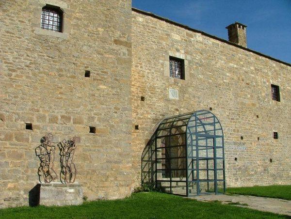 Larrés - museo de dibujo del castillo (Huesca)