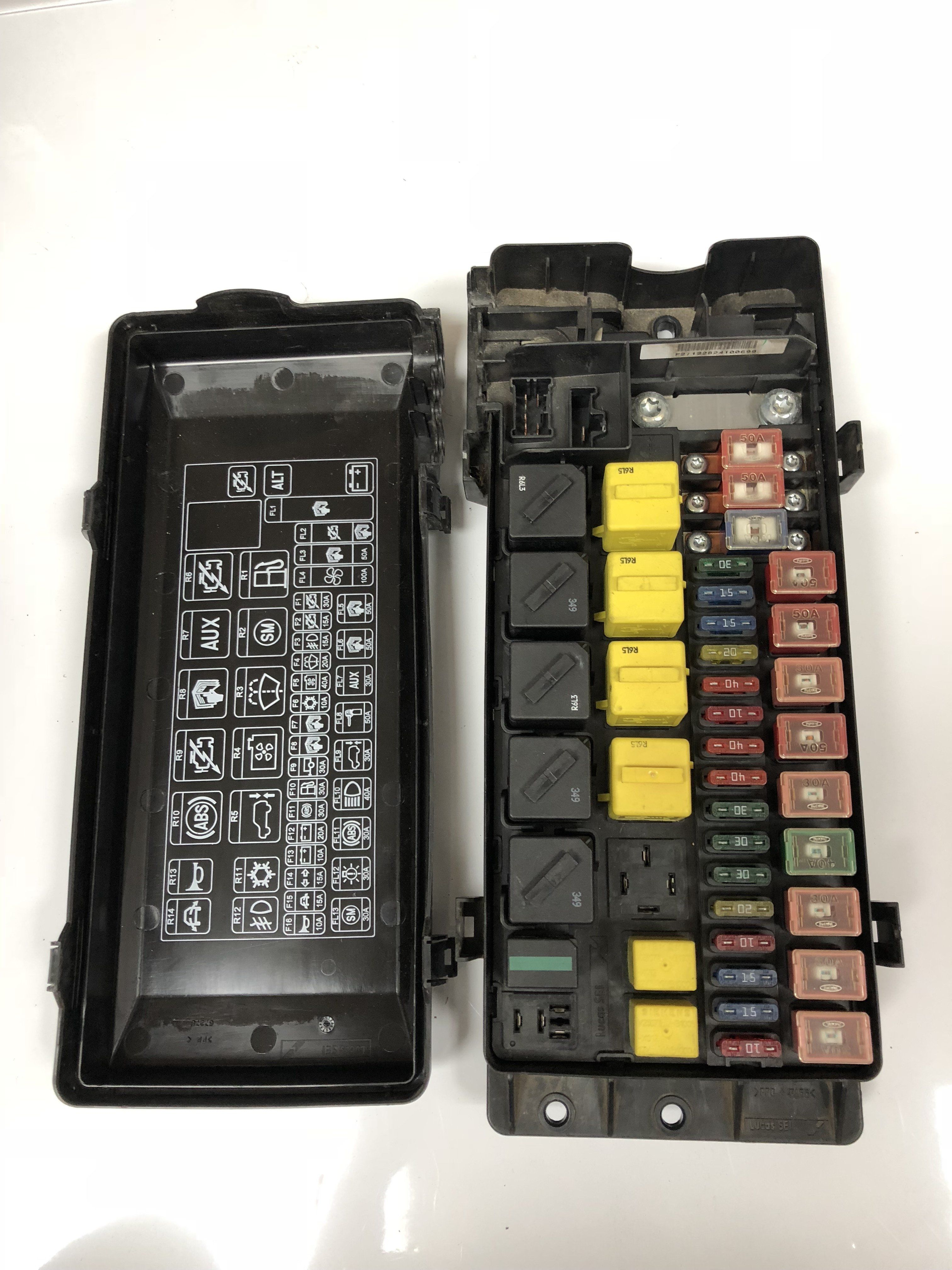 land rover discovery 2 99 04 engine compartment fuse box yqe000310 yqe103810 [ 3024 x 4032 Pixel ]