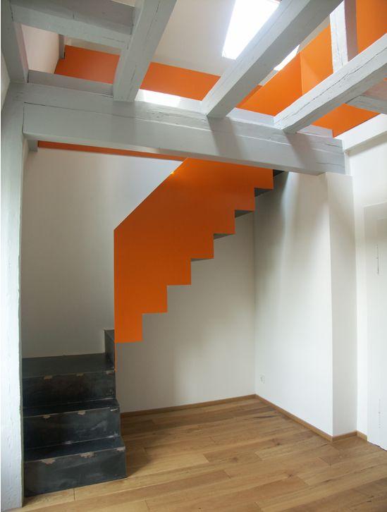 Faltwerktreppe Leporella 3.0 von spitzbart treppen, treppe, designtreppe, orange geländerhohe wange, stahl pur, innentreppe, metalltreppe