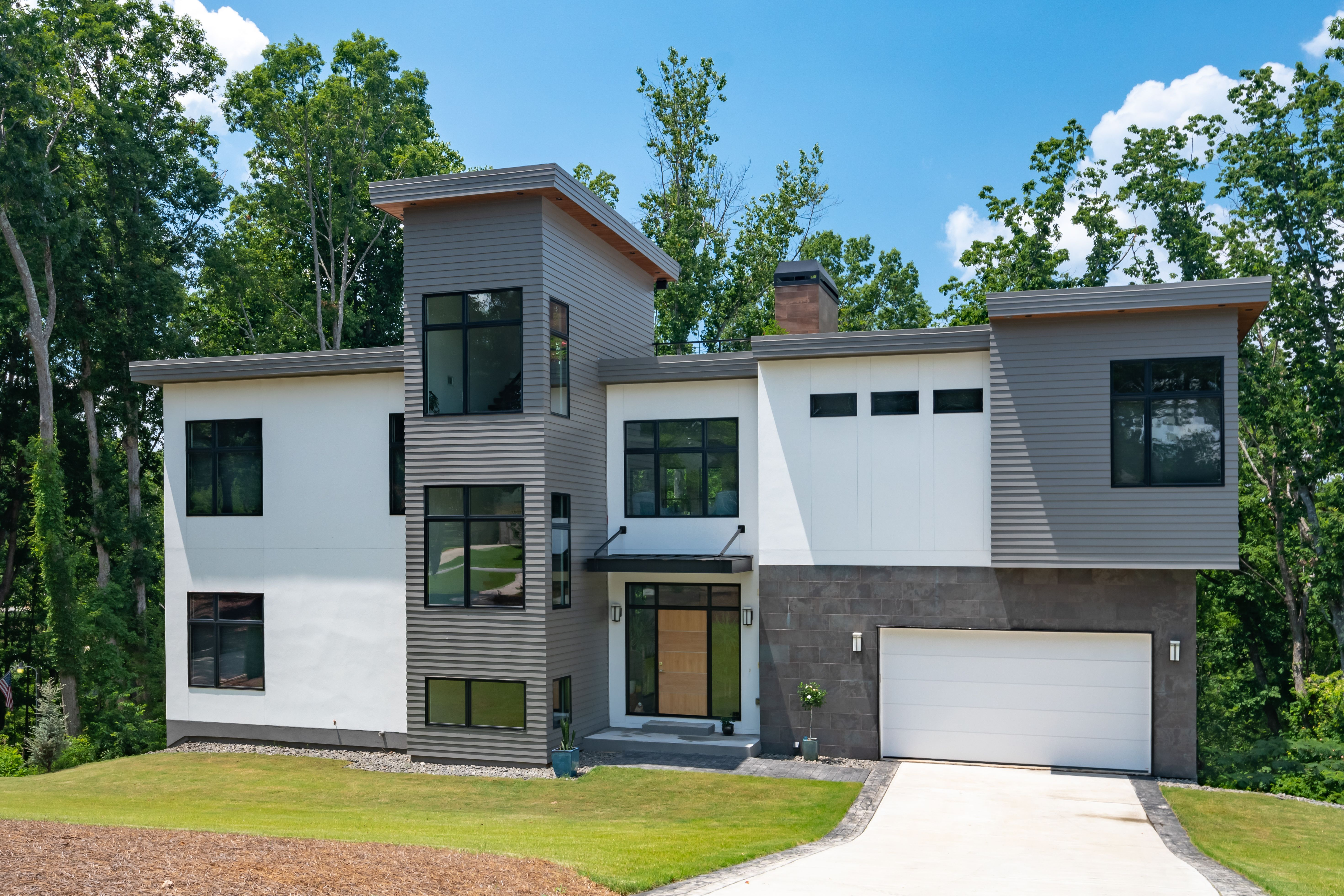 Love Modern Style And The Look Of Traditional Lap Siding Nothing Says You Have To Choose One Or The Other Sava With Images Modern House Design Modern House Siding Styles