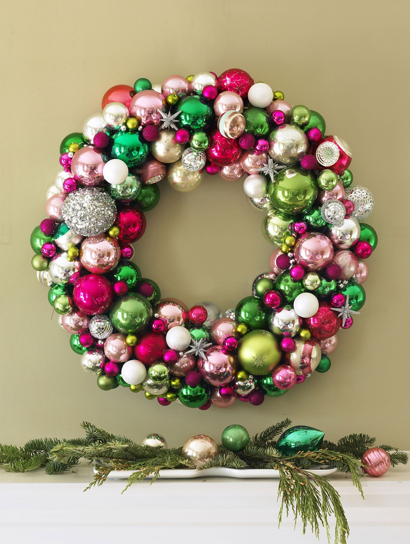 70 Striking Christmas Wreaths To Make Your Front Door As Merry As Can Be Christmas Wreaths Diy Christmas Wreaths To Make Christmas Decorations Wreaths