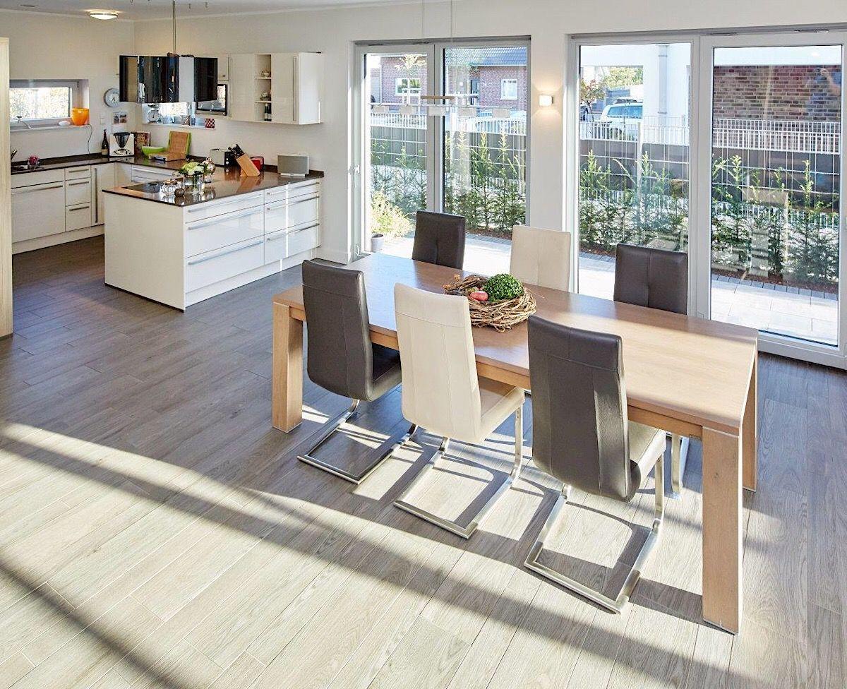 Offene Küche mit Essbereich & Holztisch Ideen