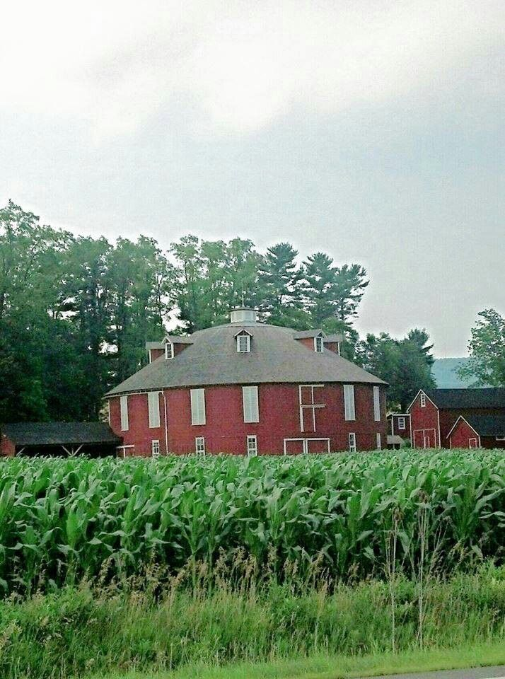 Round Barn Near State College Pa Old Barns Barn Red Barns