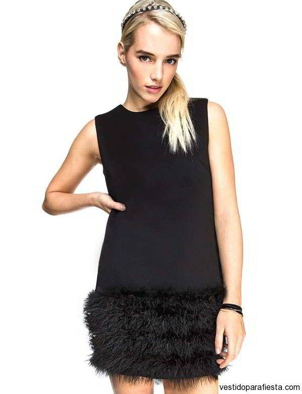 Vestido negro con plumas de colores