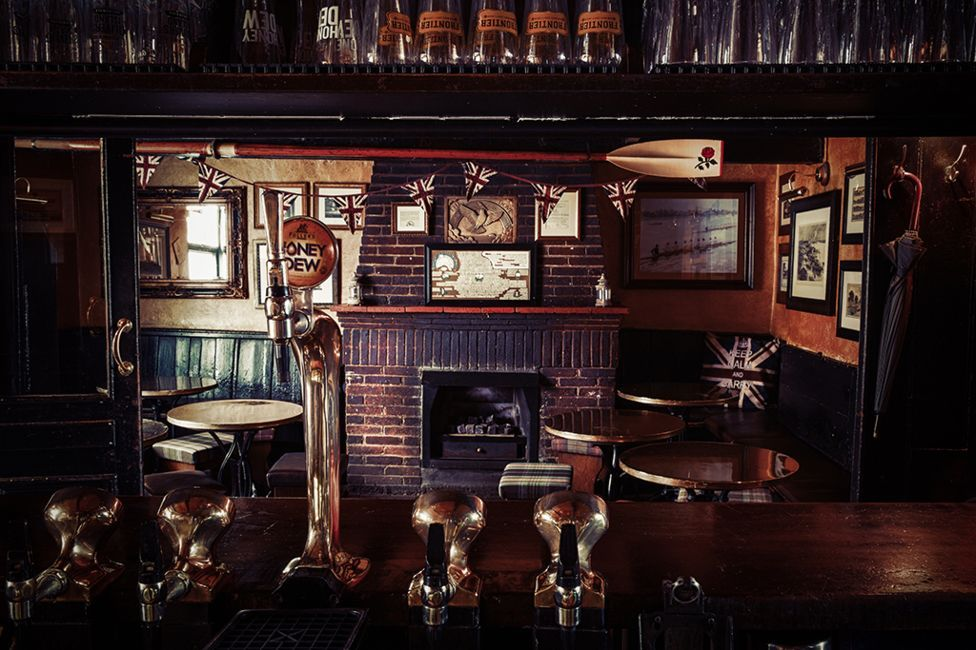Tales from the bar - a tour of London\'s \'great pubs\'