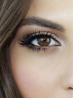 Le maquillage des yeux marron