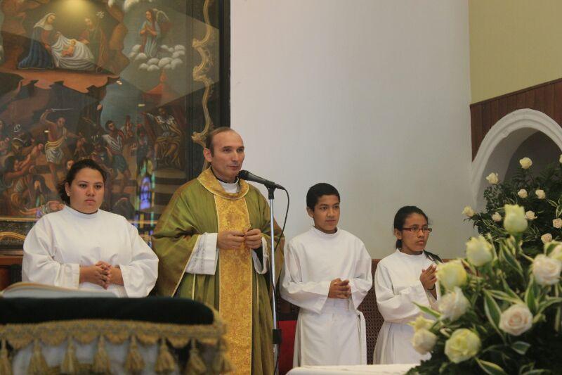 Norman Quijano se encomienda a Dios para obtener su bendición en las elecciones de este domingo.