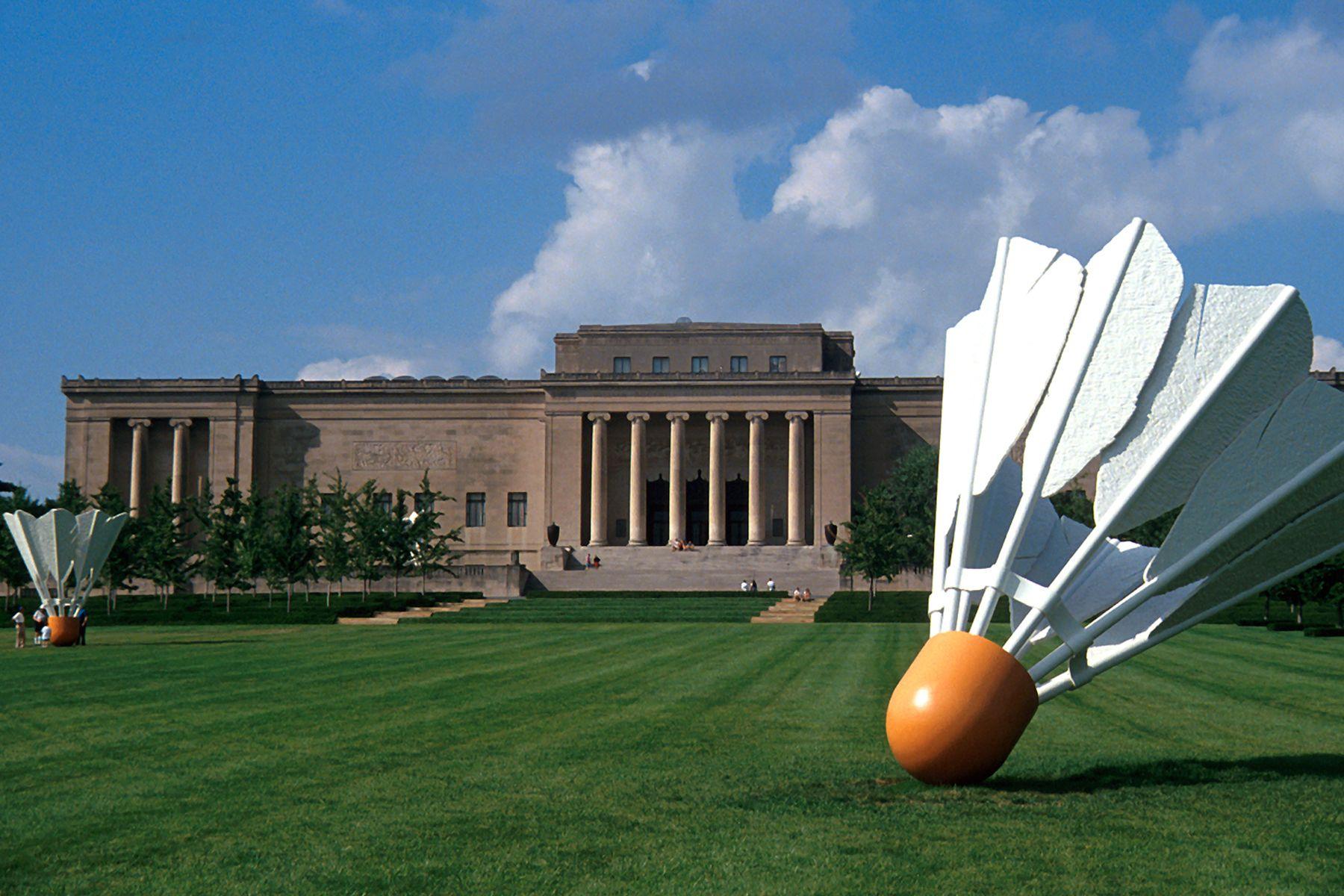 Kansas City Kansas The Lawn Of The Nelson Atkins Museum Of Art Resembles A Badminton Court With Sculptures Kansas City Missouri Kansas City Kansas Missouri