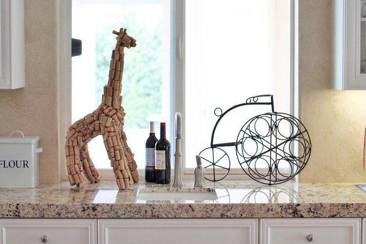 bouchon de liège en décoration intérieure  girafe artisanale posée - pose d un plan de travail cuisine
