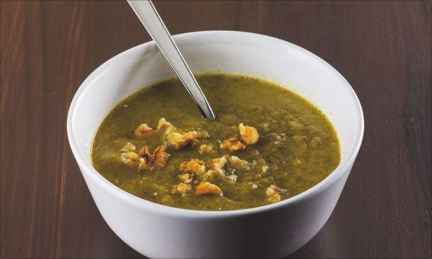 Com uma base de chuchu, um fruto-legume fácil de digerir, este creme de agrião é uma boa sugestão para começar uma refeição.