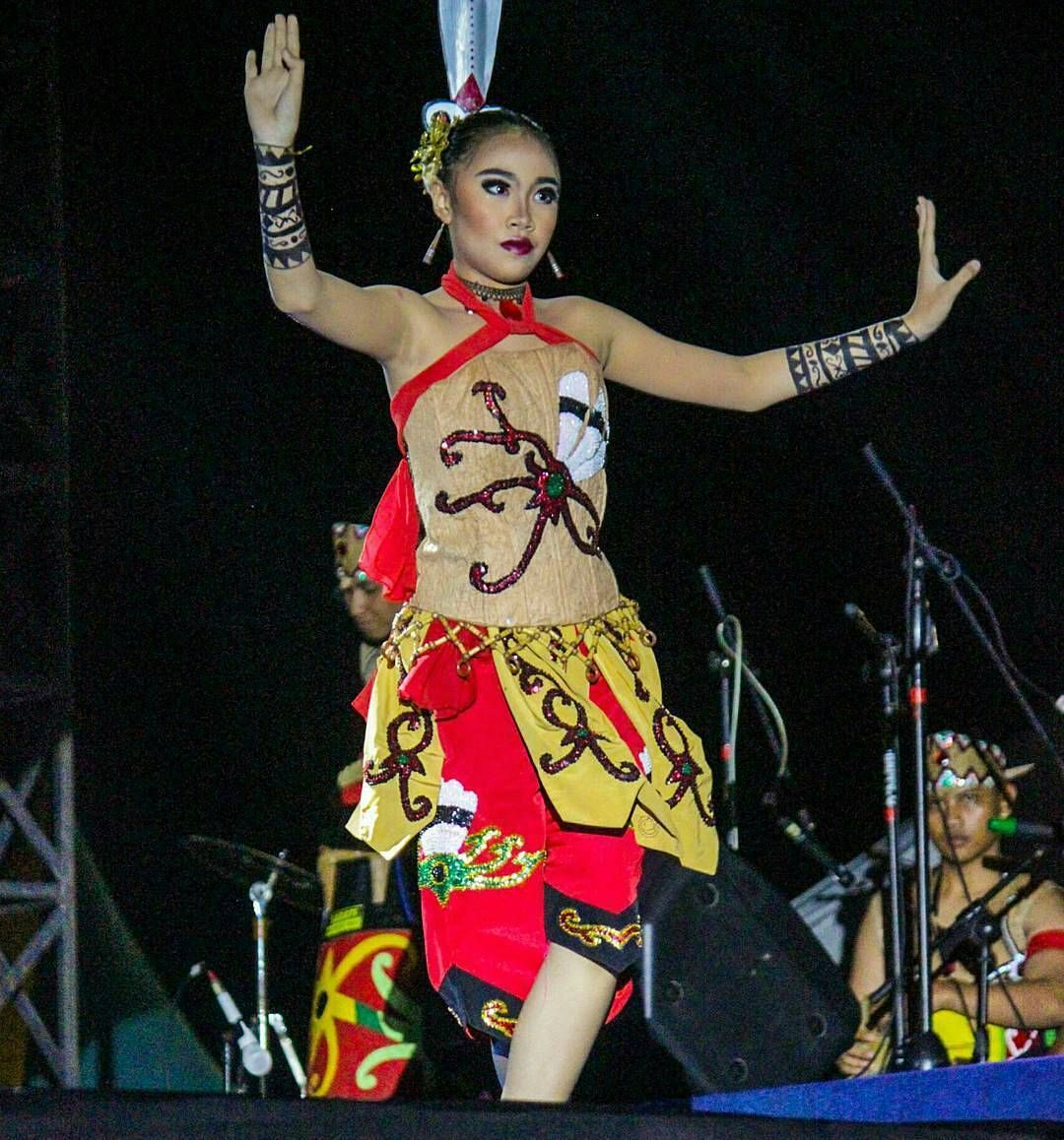 Culture of center kalimantan di festival koreografer