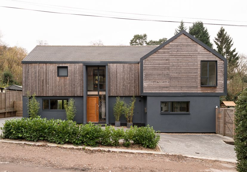 This Exciting 5 Bedroom House Located In The Popular Village Of Ewshot Near Farnham Was Recently Refu Exterior House Remodel House Exterior Building A House