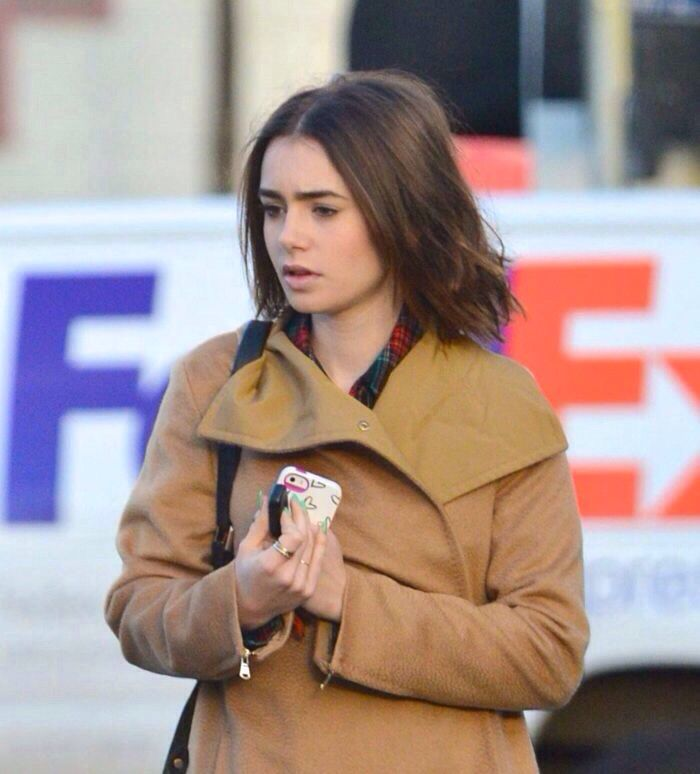 Lily Collins leaving an acupuncture office in Hollywood on November 23, 2013