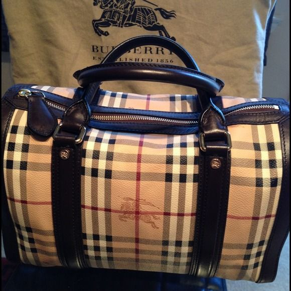 Large Burberry Tote Fill It With Little Bags To Create Compartments And Never Goes Out Of Style Only 162 40