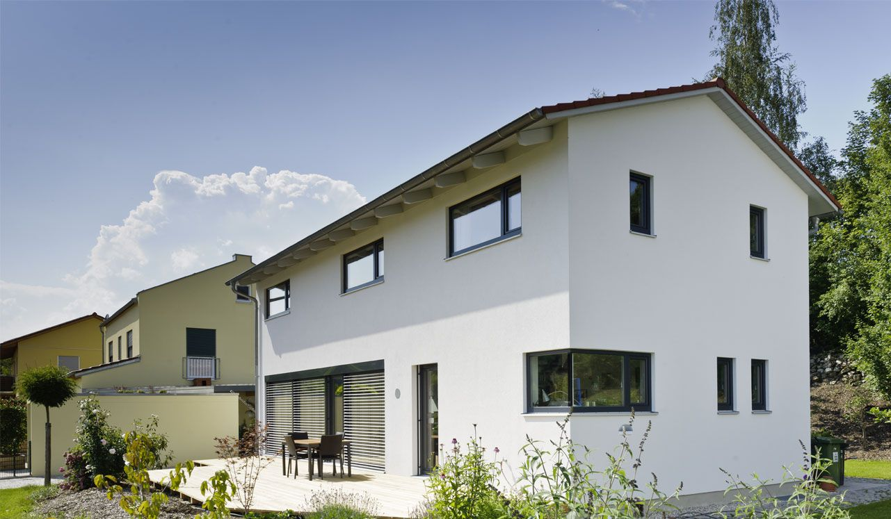 Moderne fensterformate  Moderne Satteldacharchitektur mit vielen designigen Details. Die ...