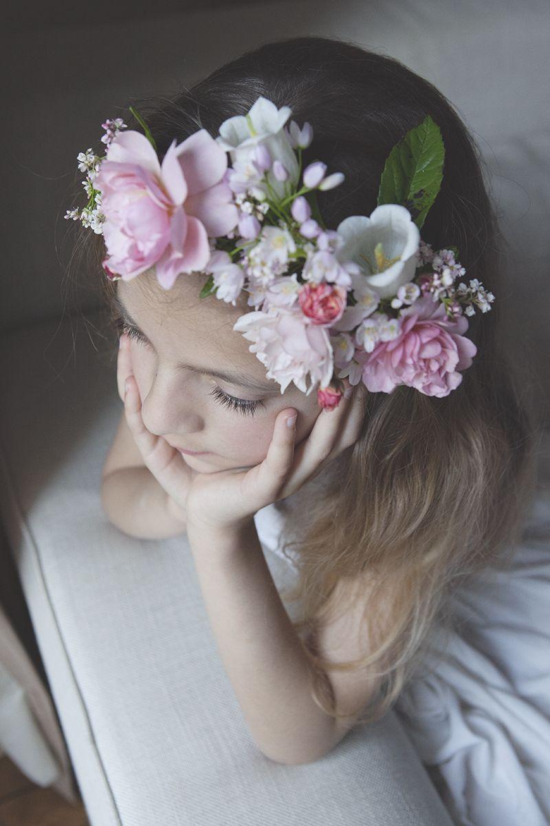 tuto coiffure comment r aliser une couronne de fleurs pour enfants coiffures mariage et. Black Bedroom Furniture Sets. Home Design Ideas