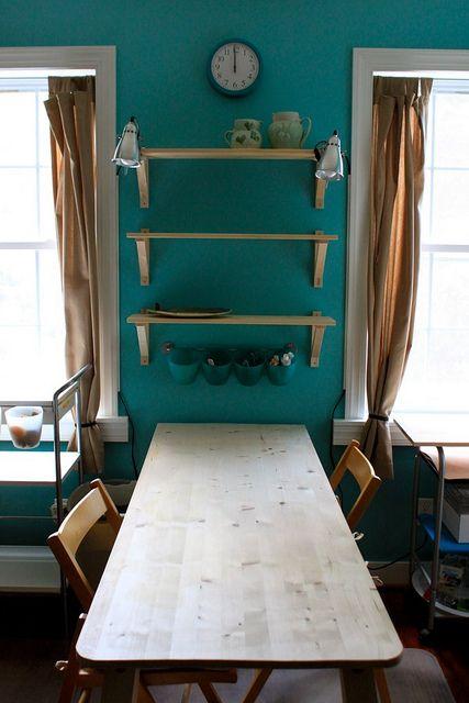 Color y repisas, para la pared que siempre pense que llevaria un ...