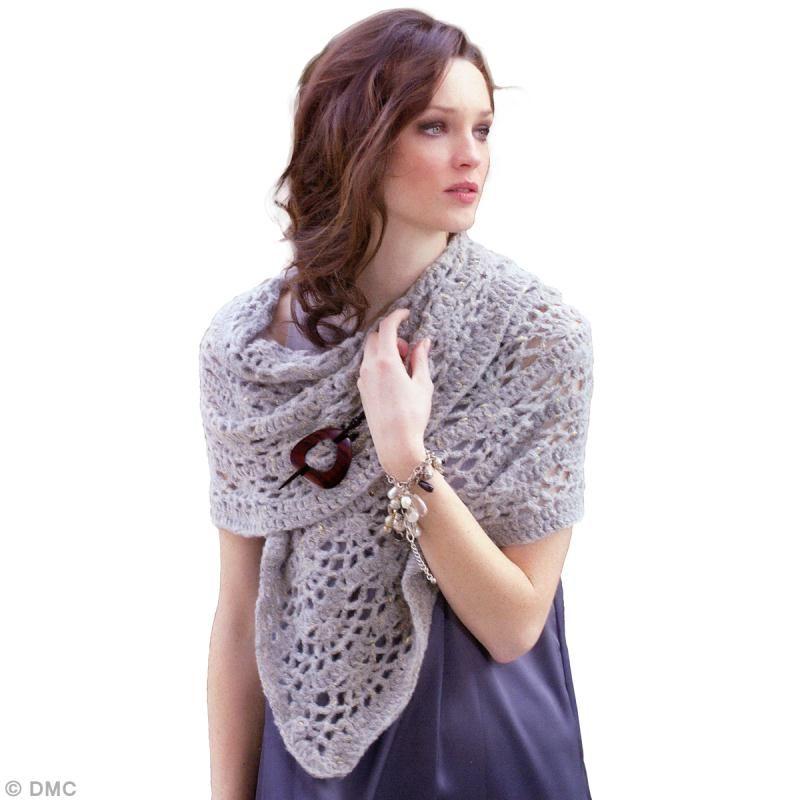 f2fb93ab86dc Réalisez votre propre écharpe au crochet avec la laine à tricoter DMC Metal  Chic. Grâce
