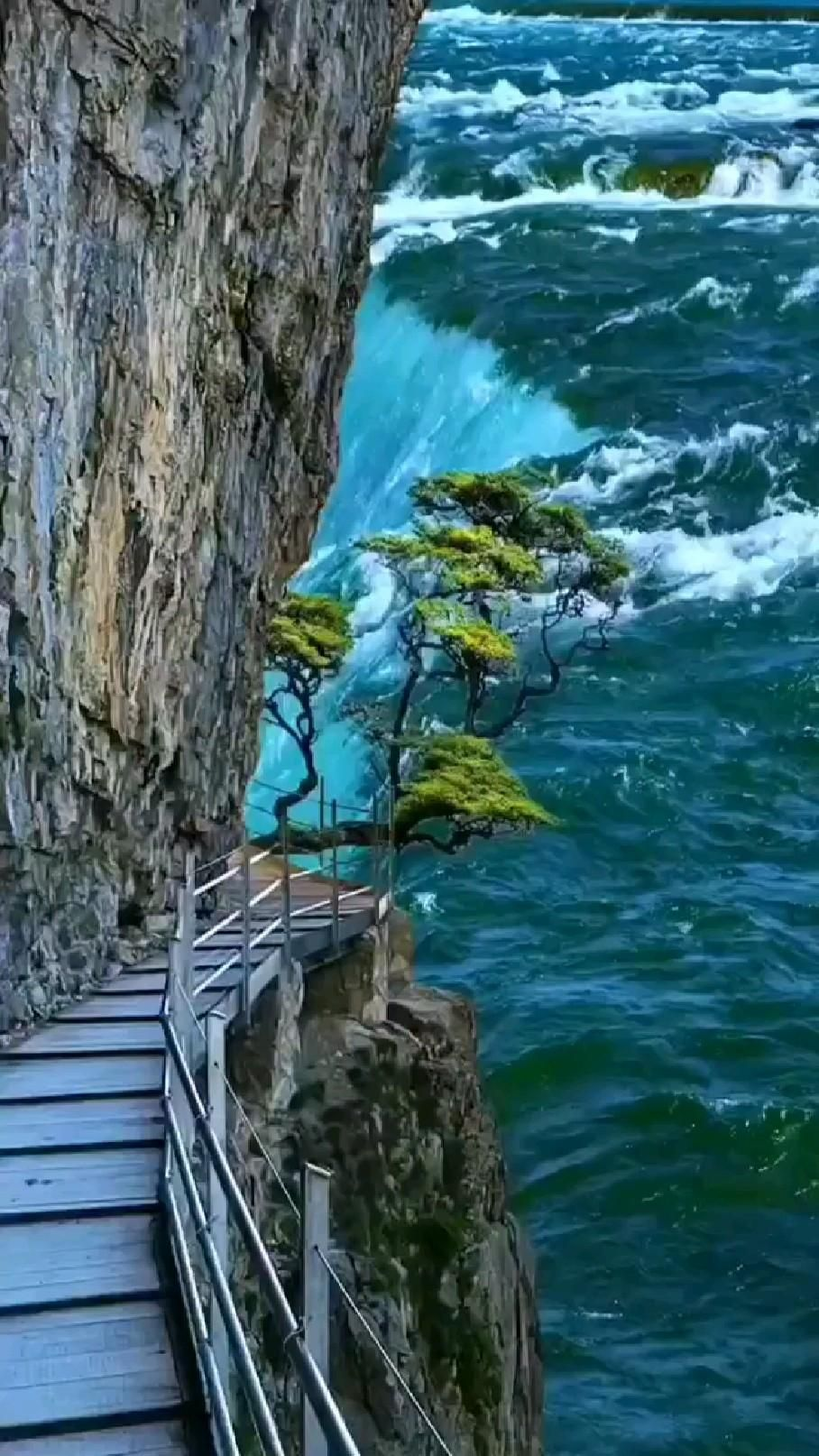 beautiful waterfall 😍