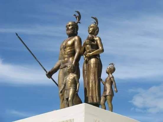 Esculturas Que Representan El Mestizaje Mexicano Entre Gonzalo Guerrero Y Zazil Ha Guerreros Ciudades Mayas Lugares Historicos