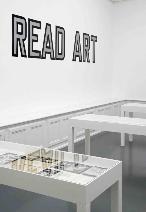 »learn to read art« by lawrence weiner (+)