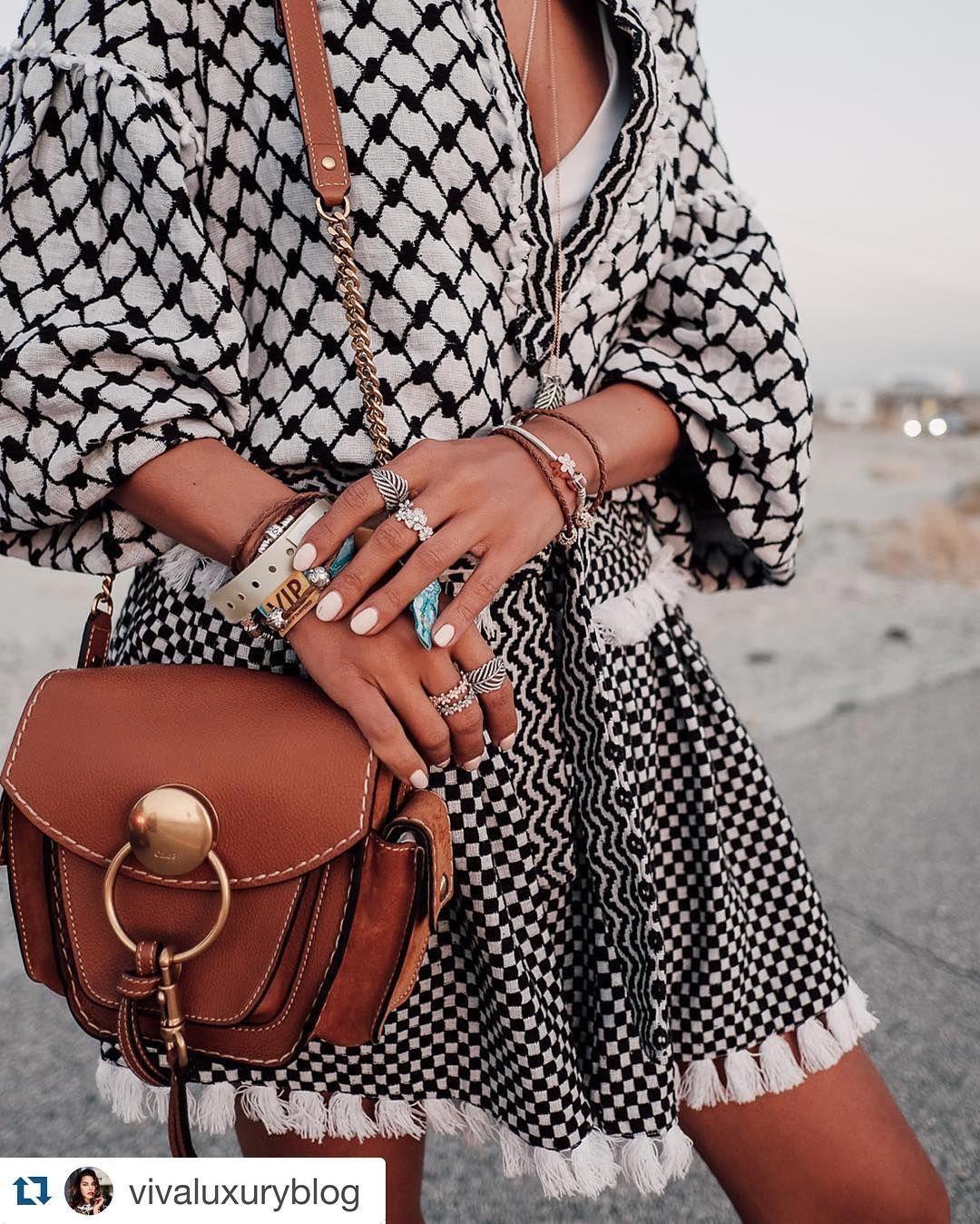 Fringe detail. @vivaluxuryblog #streetstyleswipe #streetfashion #streetstyle #style #fashionroadtest #blackandwhite #checks #checkstyle #fringe #chloebag @chloe #chloebag