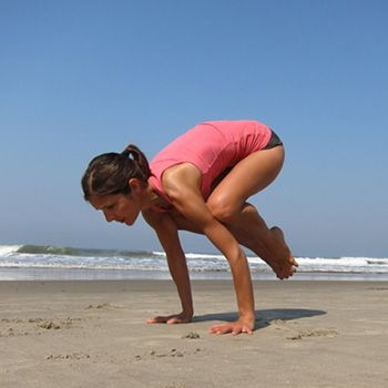 how to do the crow pose/ bakasana and what are its