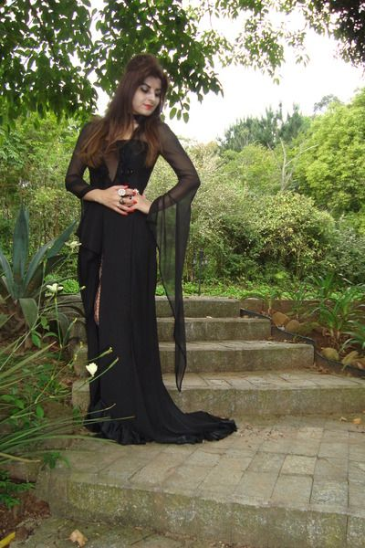 black dress  sc 1 st  Pinterest & black dress | Halloween - DIY | Pinterest | Morticia addams ...