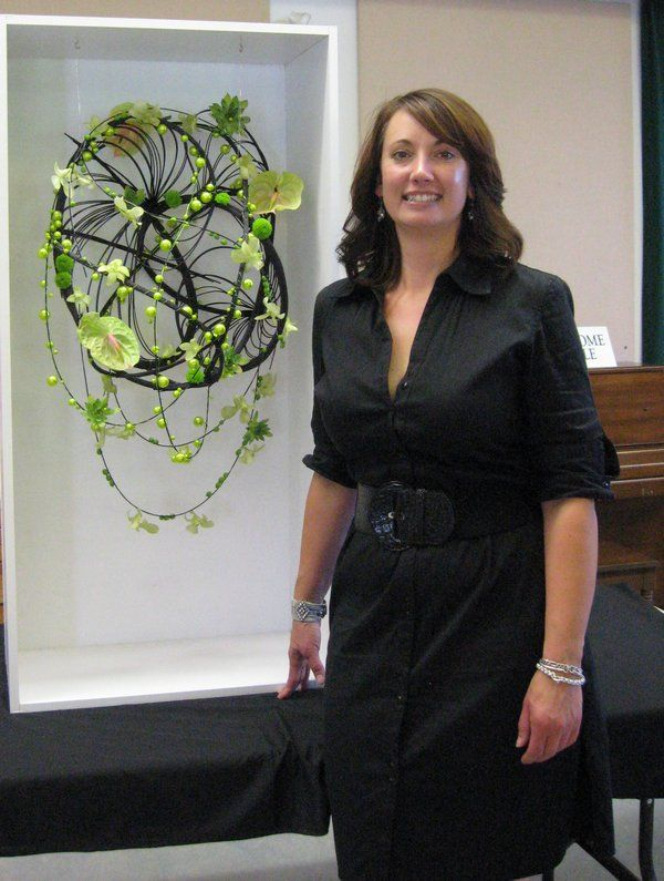 Andrea Strachan from Leaf and Petal in Duncan B.C. was our demonstrator at Mid Island Floral Art Club September meeting . Great job Andrea.